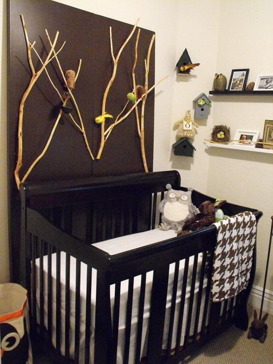 No nos olvidamos de los niños, la última opción es para ellos, en tonos oscuros para una habitación de bebé niño.