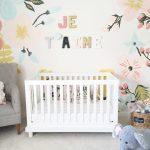 Mural infantil de flores para la habitación del bebé