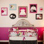 Ideas paredes: cuadros con ropita de bebé