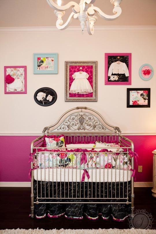 ideas paredes cuadros con ropita de beb