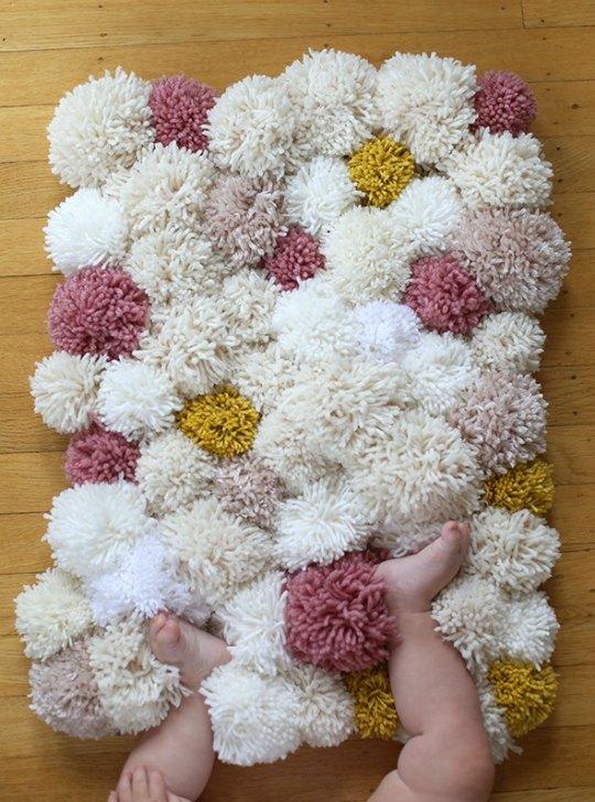 diy-alfombra-pompones-1