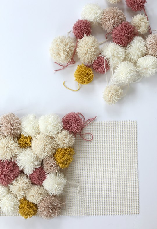 diy-alfombra-pompones-2