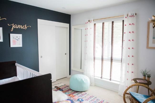 El dormitorio negro y blanco de Navy