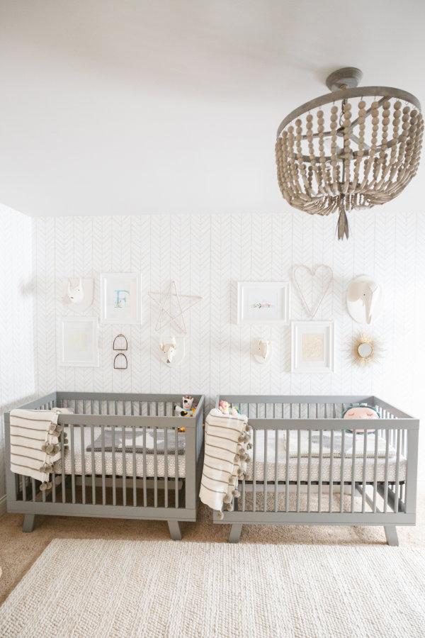 Habitación neutra para dos bebés