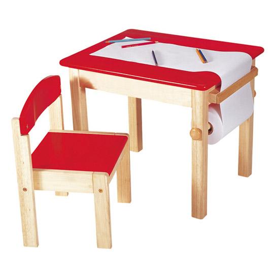 Mesa de dibujo con rollo de papel
