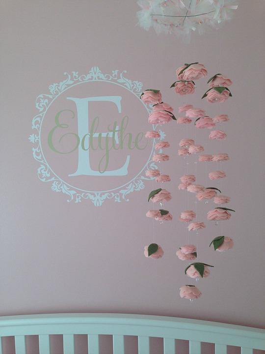 movil-rosas-fieltro