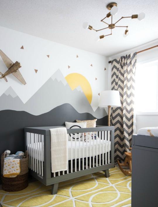 Otra habitaci n de beb con mural de monta as decoraci n for Mural para habitacion